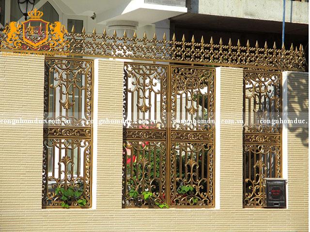 Sản phẩm hàng rào hợp kim nhôm do Trường Tâm sản xuất và thi công cho khách hàng.