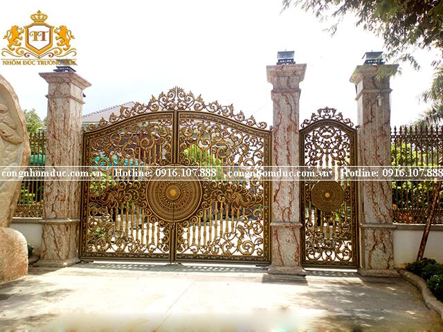 Mỗi bộ cổng do Trường Tâm tạo ra không chỉ có tính thương mại mà nó còn là tâm huyết của các nghệ nhân được gửi gắm qua từng sản phẩm.
